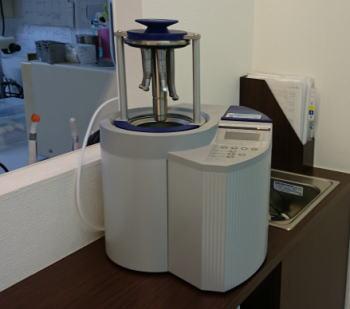 最新滅菌器 安全なインプラントなら豊中市ますだ歯科医院